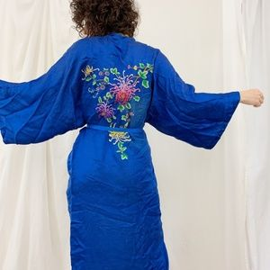 VTG ROYAL BLUE HAND EMBROIDERED CHINESE SILK ROBE